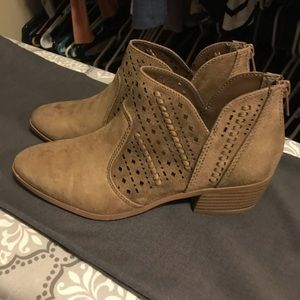 Women's size 7.5 booties tan/taupe color
